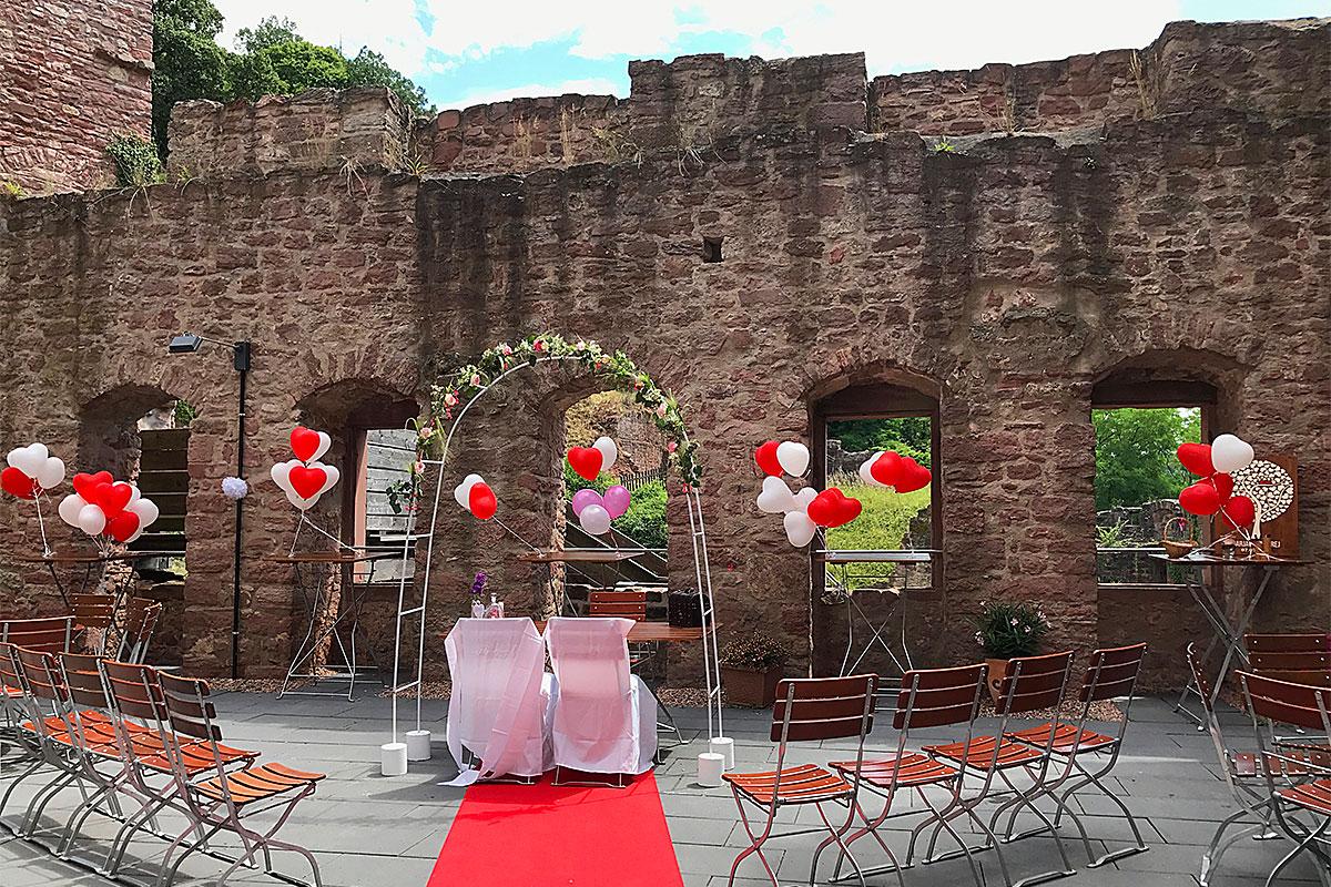 Hochzeitsvorbereitungen auf der oberen Terrasse